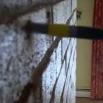 Крепление предметов к кирпичной стене